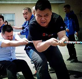 泉中国威廉希尔公司网站净月徒步员工户外拓展训练,徒步享自然,青山绿水泉中国威廉希尔公司网站!